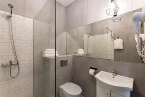 A bathroom at Apartments Wroclaw - D&C ApartHotels