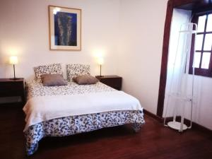 A bed or beds in a room at La Casita de Bodegas Volcán