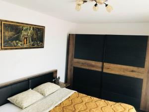 A bed or beds in a room at Modern and Cozy Apartment Cluj