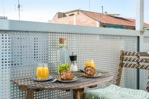 Breakfast options available to guests at Glasir Apartments Barcelona