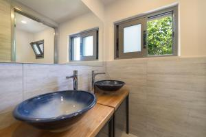 A bathroom at Lemonia Accommodations