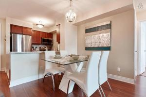 A kitchen or kitchenette at Luxury and Spacious 2 Bedroom 2 Bathroom Condo