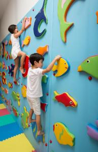 Children staying at Bellevue Serviced Apartments