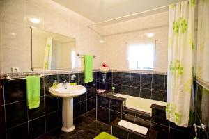 A bathroom at Casa Freitas