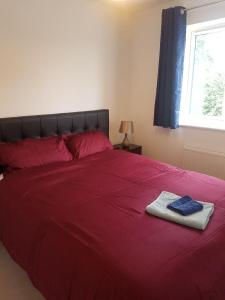 A bed or beds in a room at Samphire Close