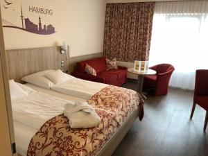 A bed or beds in a room at Apartment-Hotel Hamburg Mitte