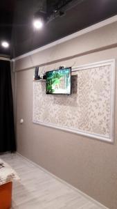 Телевизор и/или развлекательный центр в Квартира в центре Пятигорска