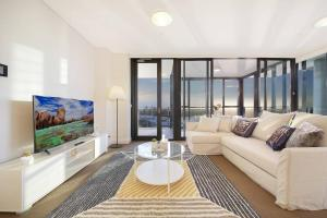 A seating area at Stunning Sunset Water View 2BEDs on High Rises