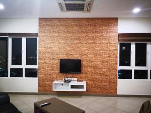 Televisyen dan/atau pusat hiburan di Octagon 16 Guest House
