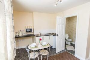 A kitchen or kitchenette at Bradford serviced apartments