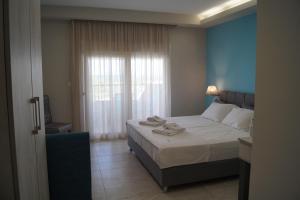 Ένα ή περισσότερα κρεβάτια σε δωμάτιο στο Aquamare Studios