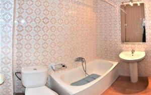 A bathroom at Apartamento Benahavis - Fuengirola | 3615