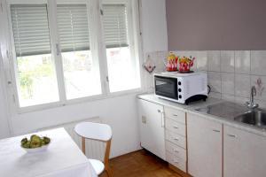 Kuhinja oz. manjša kuhinja v nastanitvi Simple life in Vila Kristina