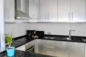 A kitchen or kitchenette at Gray Dàlbion