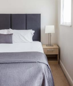 A bed or beds in a room at SACO Bath - St James Parade