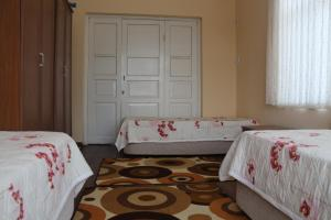 A bed or beds in a room at Sümbüllü Konak Pansiyon