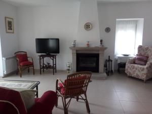A seating area at Casa Rural Mimbrero