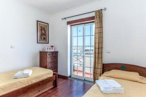A bed or beds in a room at Feels Like Home Vila Real Santo António Marina Apartment