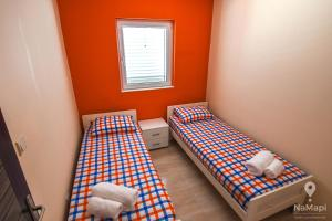 A bed or beds in a room at Apartman Petkovic