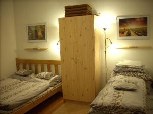 Een bed of bedden in een kamer bij Apartman7