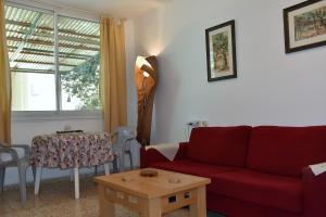 Ein Sitzbereich in der Unterkunft Ein Gedi Family Apartment