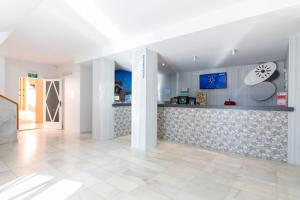 The lobby or reception area at azuLine Apartamentos Sunshine