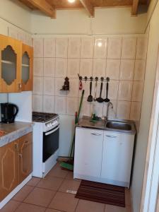 A kitchen or kitchenette at Cabañas la Estrella