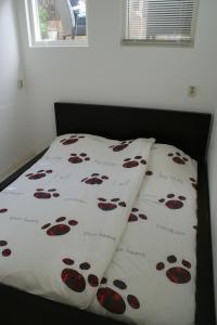 Tempat tidur dalam kamar di Continentaiz Appartement
