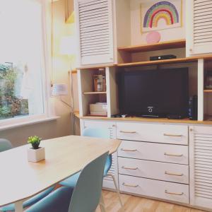 Télévision ou salle de divertissement dans l'établissement Happy Flat La Panne