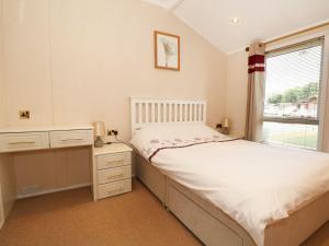 Ein Bett oder Betten in einem Zimmer der Unterkunft Lakeview, Chichester