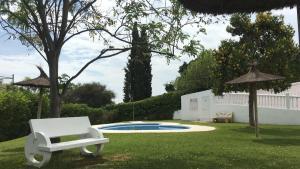 The swimming pool at or near Apartamento vista al Mar