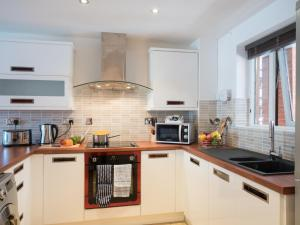 A kitchen or kitchenette at Base Serviced Apartments - East Village
