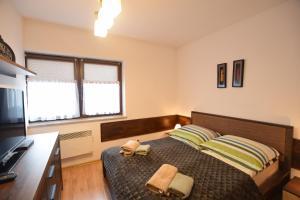 Łóżko lub łóżka w pokoju w obiekcie Apartament Cztery Pory Roku