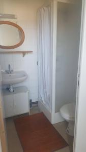 A bathroom at la licorne
