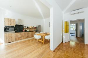 A kitchen or kitchenette at The newPAST Apartments