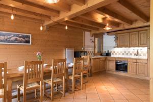A kitchen or kitchenette at Chalet Silva
