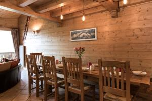 A restaurant or other place to eat at Chalet Silva