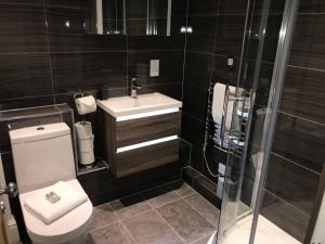 Ein Badezimmer in der Unterkunft Picture House Apartments