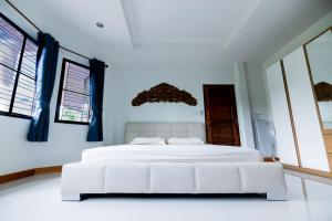 A bed or beds in a room at Sweet Escape