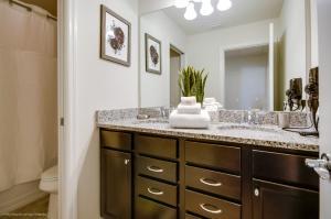Salle de bains dans l'établissement Windsor at Westside 9005