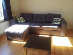 A seating area at MyCityLofts - City Apartment