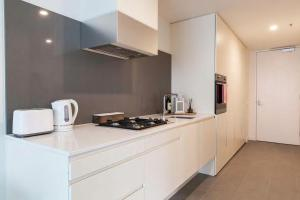 A kitchen or kitchenette at Morden apartment near crown in CBD