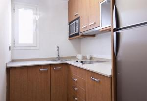 A kitchen or kitchenette at AB Paseo de Gracia Apartments