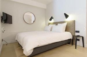A bed or beds in a room at Quartier Notre Dame
