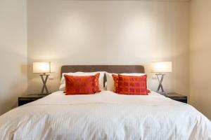 A bed or beds in a room at Constellation Apartments
