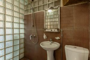 A bathroom at Moscow Point - Loft Red Square