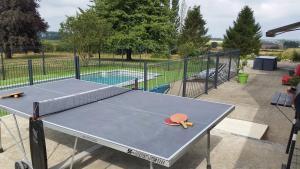Tennis de table au sein de l'établissement Le Clos de Ramousies ou à proximité