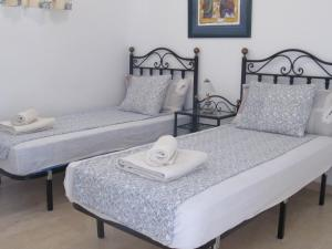 A bed or beds in a room at Mogán Close 5