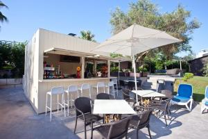 A restaurant or other place to eat at Aparthotel Bahia Pollensa