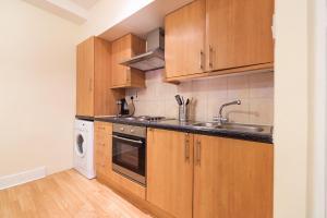 A kitchen or kitchenette at PML Apartment Soho
